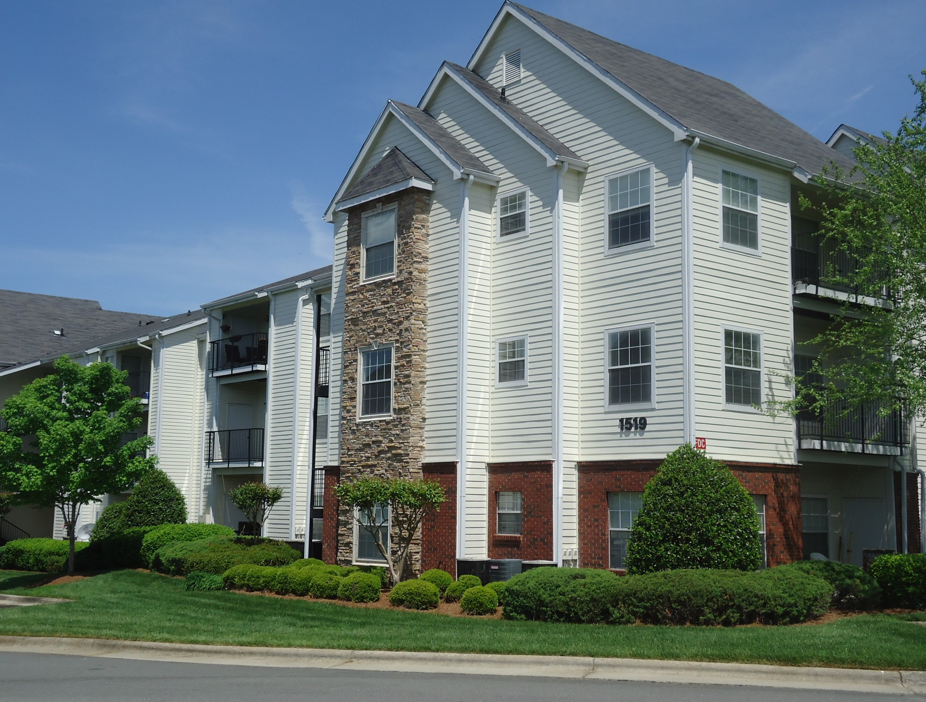 Crowne Gardens Stylish Apartments In Greensboro North Carolina