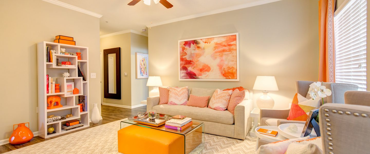 Swell Crowne Gardens Stylish Apartments In Greensboro North Carolina Interior Design Ideas Tzicisoteloinfo